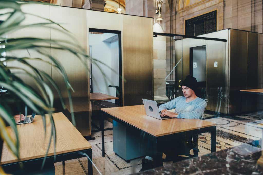 optimiser l'environnement de travail afin de favoriser la performance des entreprises.